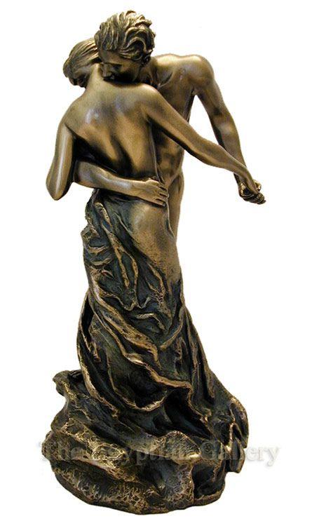 """Camille Claudel : """"la valse"""". La sculpture est née du """"besoin de toucher, de la joie presque maternelle de la terre entre les mains"""". Les thèmes du """"couple"""" et de la """"danse"""" sont interprétés selon leur sensibilité particulière ; chez Camille, l'amour inspire un état d'âme partagé, un échange ; chez Rodin, l'amour est un acte érotique. Le drame d'un avortement en 1892 consomme la rupture avec Rodin."""