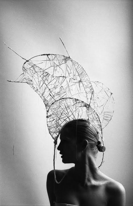Dramatic Headpiece - sculptural fashion; couture millinery; wearable art // Ph. Miguel Villalobos