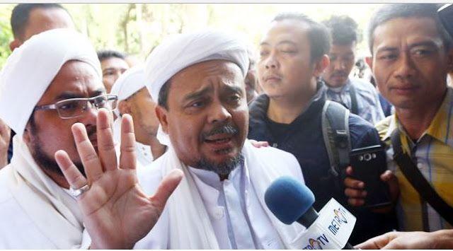 Habib Rizieq: Tidak Ada Satupun Hukum yang Lebih Baik dari Al-Quran  Headlineislam.com - Imam besar Front Pembela Islam (FPI) Habib Rizieq Syihab mengingatkan tentang makna alquran kepada umat muslim yang berada di Medan Sumatera Utara (Sumut). Habib Rizieq saat berada di tengah-tengah massa majelis dalam di Mesjid Agung Medan Rabu lalu menegaskan bahwa Alquran adalah kitab yang mulia kitab yang suci dan tidak ada satupun keraguan di dalamnya. Sehingga tidak ada umat muslim yang meragukan…