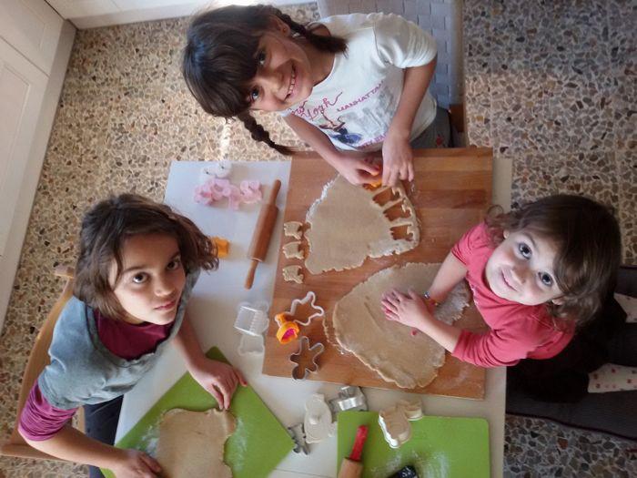 in cucina con le bimbe: biscotti di pan di zenzero!