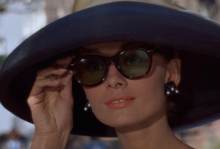 Risultati immagini per foto famose di audrey hepburn con occhiali e cappello