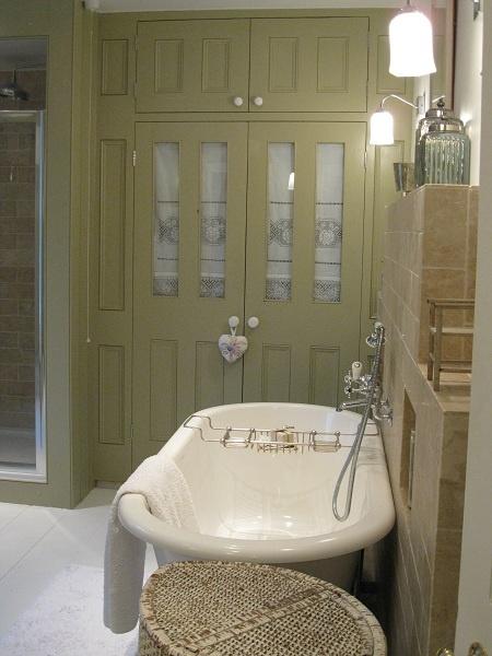 bathroom airing cupboard 2