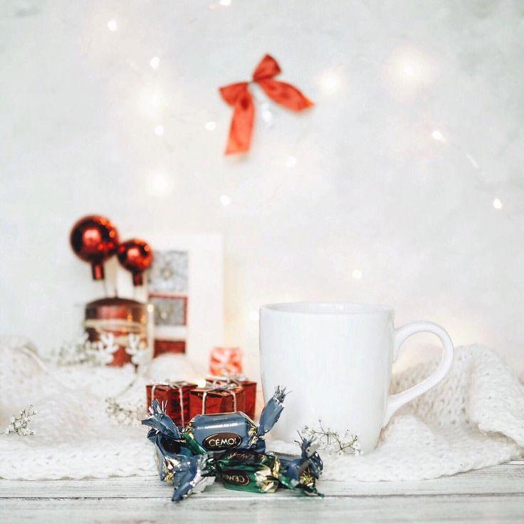 A N N A D E L E S T R A D E в Instagram: «Доброе утро всем ✨ Продолжаем рубрику Рождество во Франции  Сегодня речь пойдёт о конфетах - Papillote, без которых сложно представить Noël  это конфетки в обертке как у хлопушки, внутри же находится шоколадная конфета с фантиком, на котором чаще всего печатают различные цитаты, но самое интересное, что в некоторых конфетах помимо фантика вы можете найти петарду Сначала я думала, что я одна такая, у которой детский сад в одном месте...