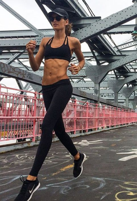 Need some daily fitspiration? Victoria Secret Angel, Izabel Goulart, is the perfect motivator on Instagram.