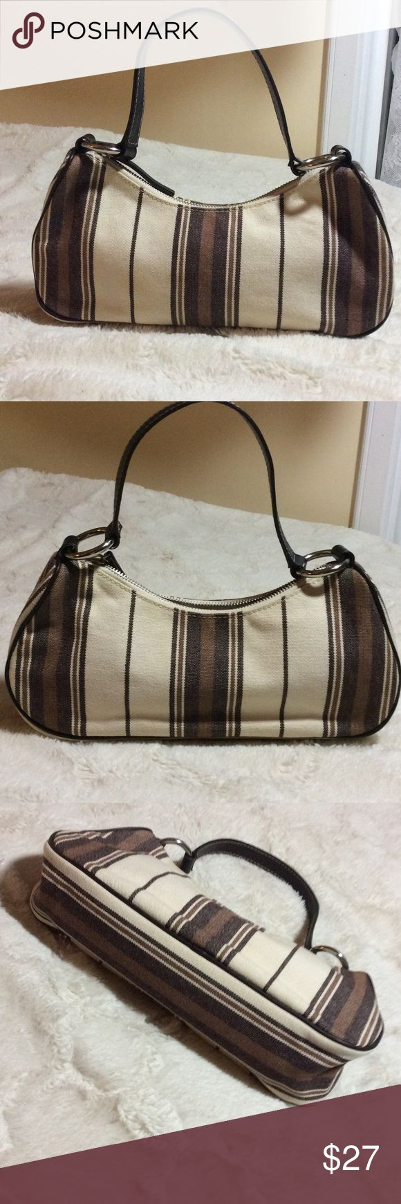 """Banana Republic purse...so cute!🐻 Small canvas, leather and silver tone metal purse. Handle is long enough to put over your shoulder. Measures 12"""" wide at bottom, 4"""" deep, 2 3/4"""" wide base. Great for fall! Smoke free home as always. Banana Republic Bags Mini Bags"""