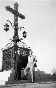 Ultimo a la derecha, Julio César Ycaza Tigerino (1919-2001), en Madrid, en una foto de 1947