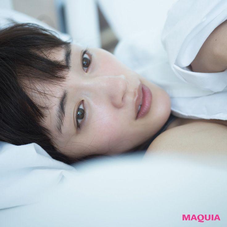 綾瀬はるかさんの写真集が4月発売予定。「MAQUIA」5月号では、ハワイで撮影した写真とともに、現在の心境をインタビュー。女優として、作品ごとに様々な顔を見せてくれる綾瀬はるかさん。ハワイで撮影した最新写真集には、寝起きのゆるっとした表情、海で...