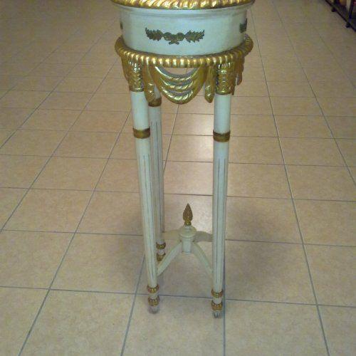 Portavaso in ottimo stato, colore panna e oro Altezza: 107 cm e diametro 38 cm.
