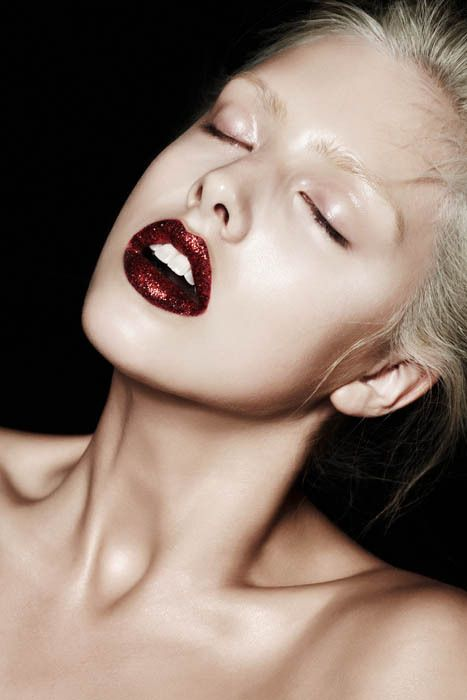 red glittered lips