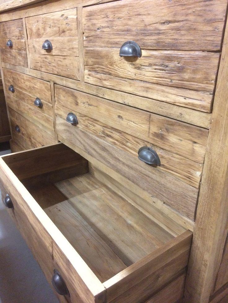 Dressoir rustiek lades. De warme sfeer van teakhout, maar meer robuust door het rustieke teakhout. Een dressoir welke je niet in elk interieur tegenkomt!