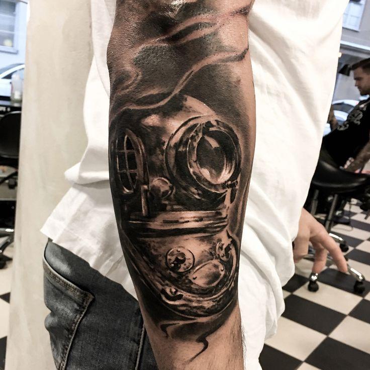Made by @Stucklife on instagram #Diver #Tattoo #Tattoos #Tatuje #Tatuering #Inked #Tats #Realism #RealisticTattoo #Inspration #Inspo #mytattoos #tattoostyle #ink #tattooart #Stucklife #Vegan #Ink