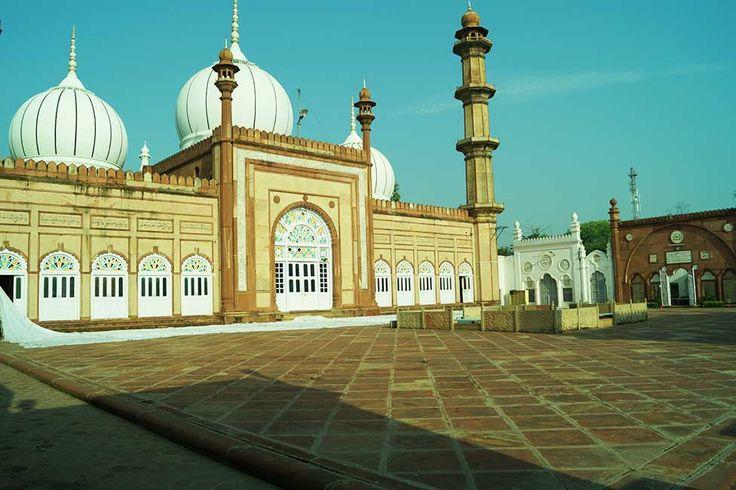 La Vacanza Travel, New Delhi - Sir Syed Mosque, Aligarh Muslim University campus, Aligarh, Uttar Pradesh