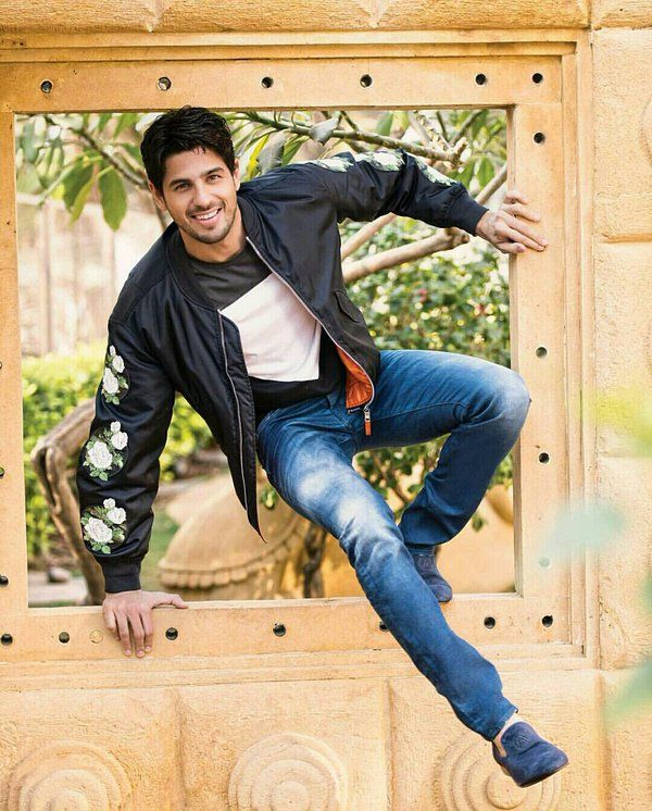 Sidharth Malhotra Hairstyles and New look