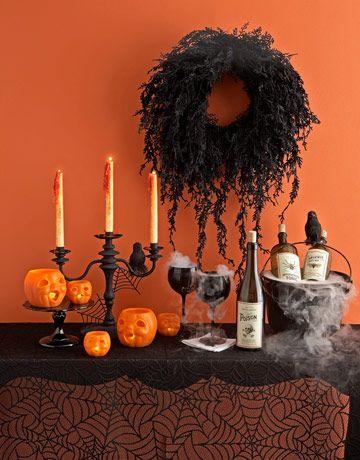 #Halloween Decor, Halloween Parties Decor, Halloween House, Halloweendecor, Halloween Table, Parties Tables, Halloween Wreaths, Halloween Ideas, Black Wreaths