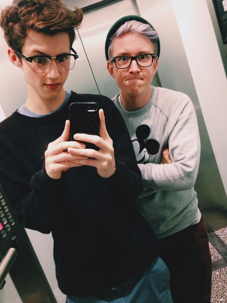 #TroyeSivan #TylerOakley They look so good together.