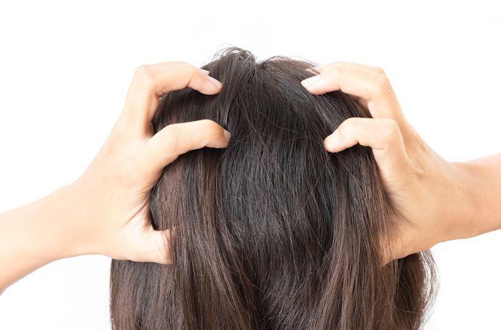 Vos cheveux sont secs et abîmés ? Voici une recette de shampoing fait maison pour vous ! noté 4.5 - 4 votes Il est souvent compliqué de trouver un soin qui convient à nos cheveux, surtout s'ils sont secs et abîmés et que seuls des soins vraiment riches et efficaces peuvent faire la différence. Malheureusement,...