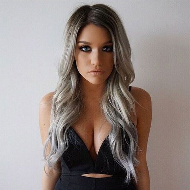 Granny Hair ou cabelo de vovó é a nova moda da internet e das celebridades! A técnica consiste em platinar o cabelo, deixando-o quase branco!