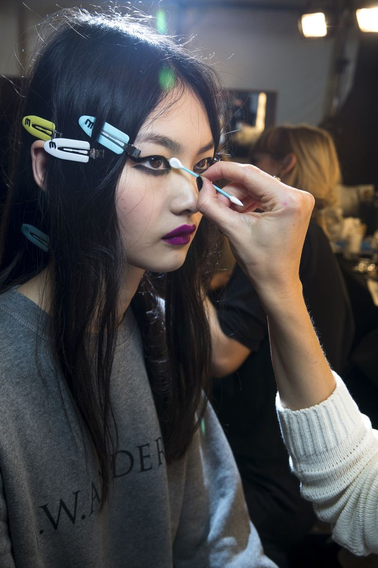Topshop Unique Fall 2016 Ready-to-Wear Beauty Photos - Vogue