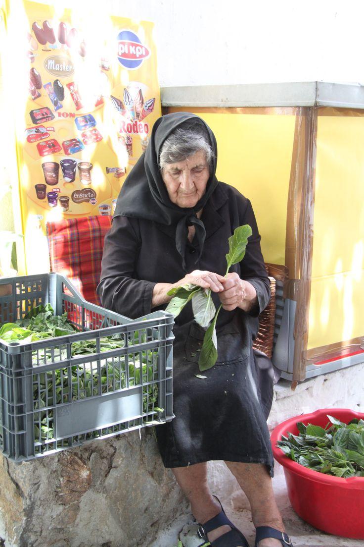 Αμoργος, Amorgos, la veuve et sa salade, ©DamienVidal www.damien-vidal.com