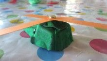 How cute are these little egg carton helicopters and not tricky to make. #eggcarton #helicopter #craftykids #motheringmattersswitzerland