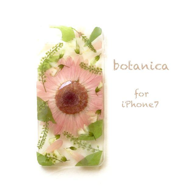 iPhone7用の限定品です。ピンク色のガーベラと季節のお花をレジンで封入.*・゚可愛くてbotanicalな押し花iPhoneケースです.*・゚ .゚・*.❁強い日差しや高温により褪色が少し早まってしまいます、その点ご注意いただき長くご愛用していただけ...