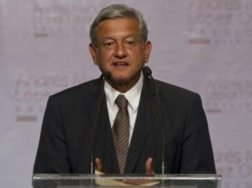 """MÉXICO/ 1 de julio  Agencias  El candidato presidencial de la coalición Movimiento Progresista, Andrés Manuel López Obrador, anunció que esperará el resultado definitivo de la elección para fijar una postura, pues """"todavía no está dicha la última palabra""""."""