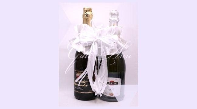 Украшение на бутылки шампанского Gilliann White Dream GLS151 http://www.wedstyle.su/katalog/anniversaries/svadebnye-bokaly/ukrashenija-na/ukrashenie-na-butylki-shampanskogo-gilliann-6592