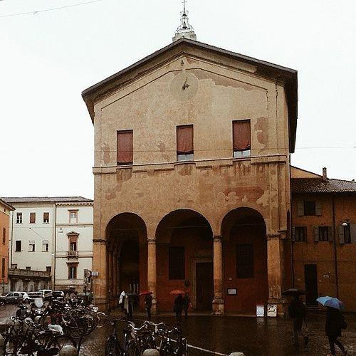 @itsOriana_  Visto anche il meteo di questa giornata, concludiamo dalla Chiesa di Santa Maria della Pioggia, situata all'incrocio fra via Galliera e via Riva di Reno