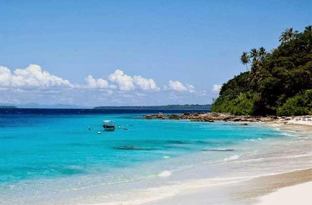 Obyek Wisata Pulau Asu terletak di Kecamatan Kepulauan Hinako Nias Barat Sumatera Utara dengan fasilitas tracking keliling pulau, memancing, surfing dll