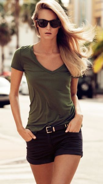 street style / military green v neck
