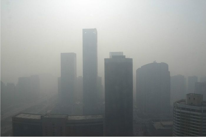 A new study from the University of Toronto overturns long-standing assumptions about the behaviour of smog molecules and air pollution in cities.