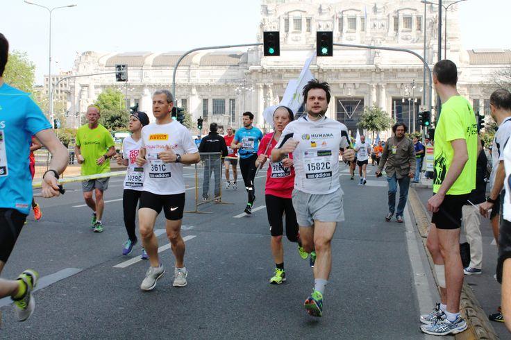 Milano Marathon 2014: i #Corsari di HUMANA per le vie del centro milanese!   #running #marathon #milanomarathon #runners #run #staffettaMi