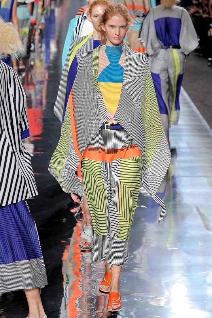 2019 year look- Dossier designer issey miyake