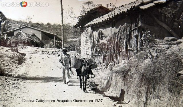 Escena Callejera en Acapulco Guerrero en 1937
