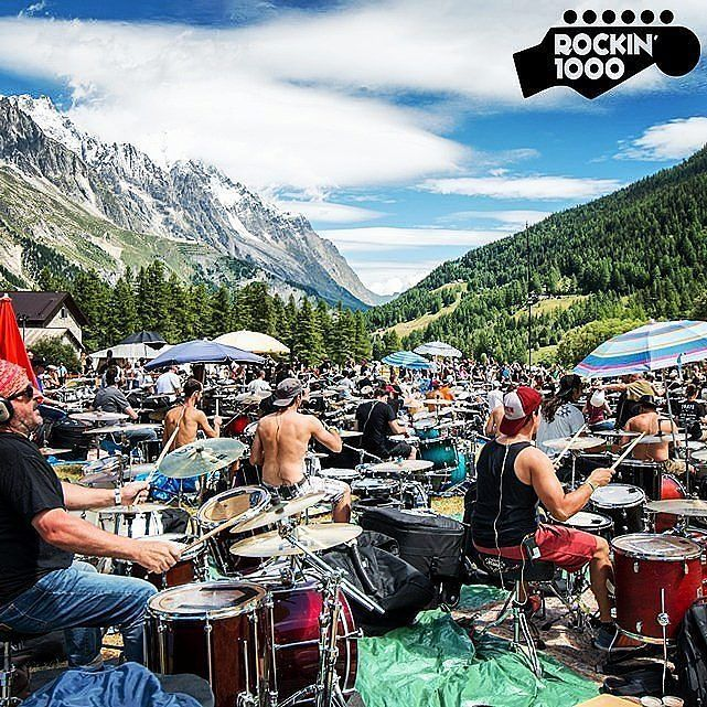 @Regrann from @radiodeejay -  Una band di mille elementi con 250 batteristi . . . @rockin1000 #rockin1000summercamp #rock #event #fun #summer #mountains #courmayeur #batteria #drums #montebianco #readytorock #radiodeejay : @yari_bosc - #regrann