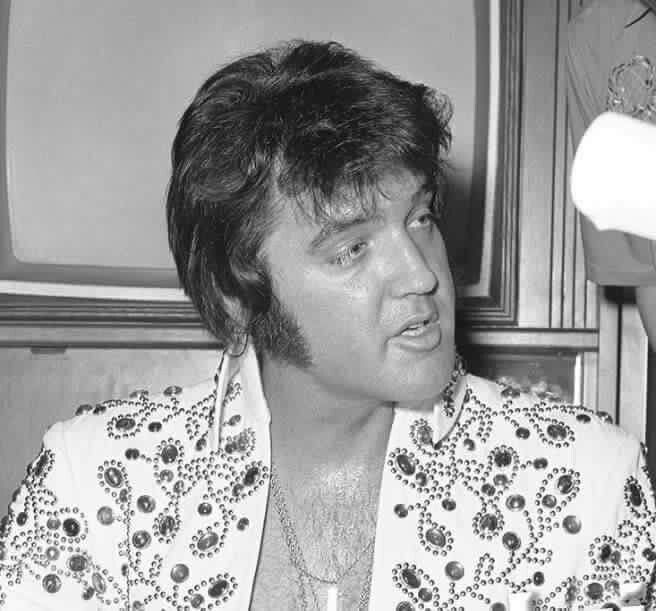 Aug/Sep 1973 Elvis In Concert White Spanish Flower Suit