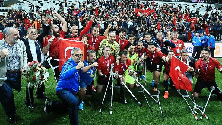 Türkiye Milli Ampute Futbol Takımı, İstanbul'da düzenlenen Avrupa Ampute Futbol Federasyonu Avrupa Şampiyonası'nın final maçında İngiltere'yi 2-1 yenerek şampiyon oldu.