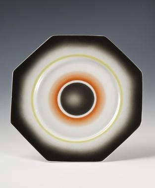 Plate by Nora Gulbrandsen for Porsgrund Porselen. Production year 1930.