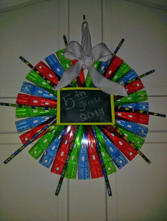 This adorable ruler wreath is a great way to start or finish off the school year or to decorate your favorite teachers classroom!  There are 15 rulers