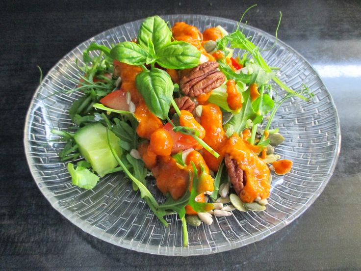 Tinskun keittiössä: Sairaan hyvä salaatinkastike