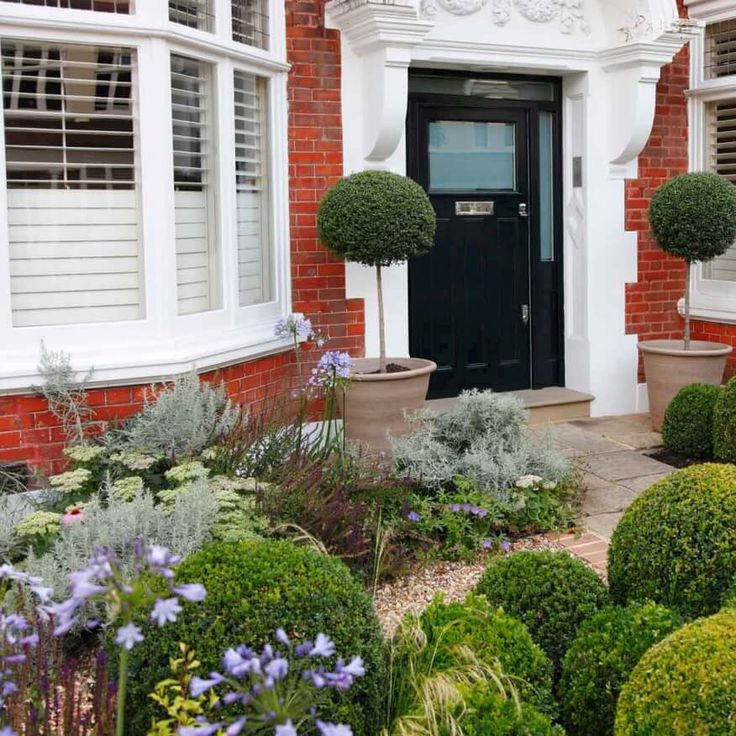 like the boxwood and planting style