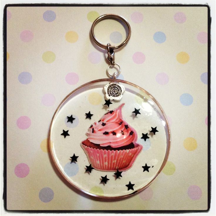 A star cupcake resin keychain to hang all your keys from! Little black stars are also embedded in the resin, and this keychain is approx. 5.5cm in diamater, and 0.5cm thick.  *** Please remember that this is a hand crafted item, and therefore will not always look exactly as pictured as some sli...