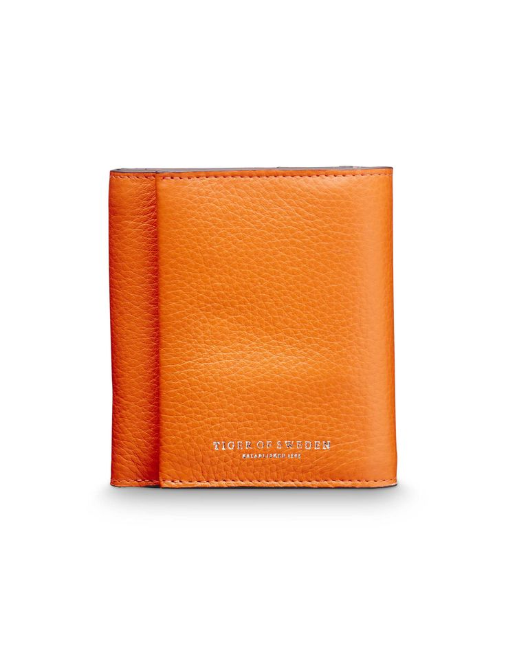 Agnello wallet - Agnello wallet - Women's trifold wallet in grain leather. Embossed Tiger of Sweden logo. Interior: five card slots; one cash sleeve, one coin compartment with zip closure. Size: 10 x 11 cm.