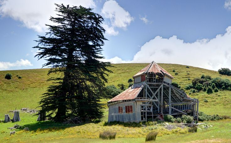 Old building, Taieri Mouth Road, Otago, New Zealand