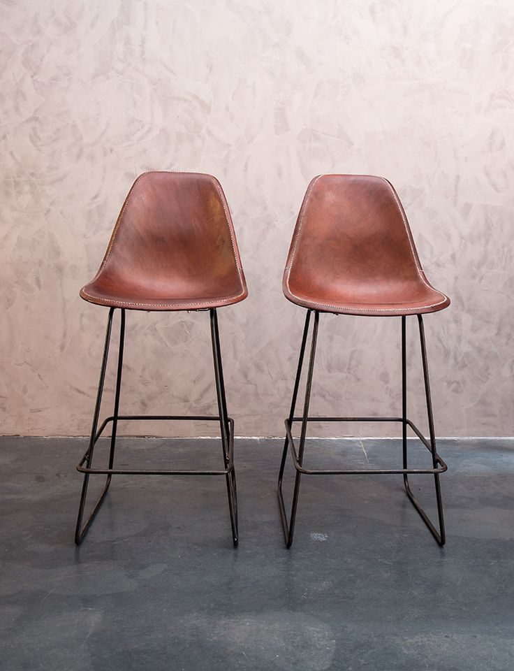 Sol y Luna - Design bar stools leather. Hand made with South American buffalo leather on a metal support.