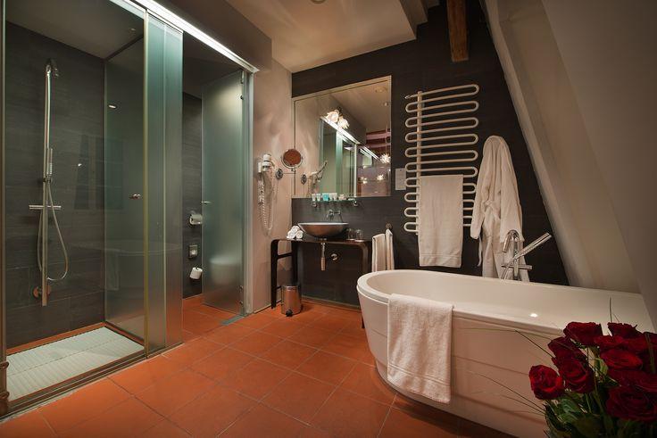 Romantic Design Deluxe bathroom