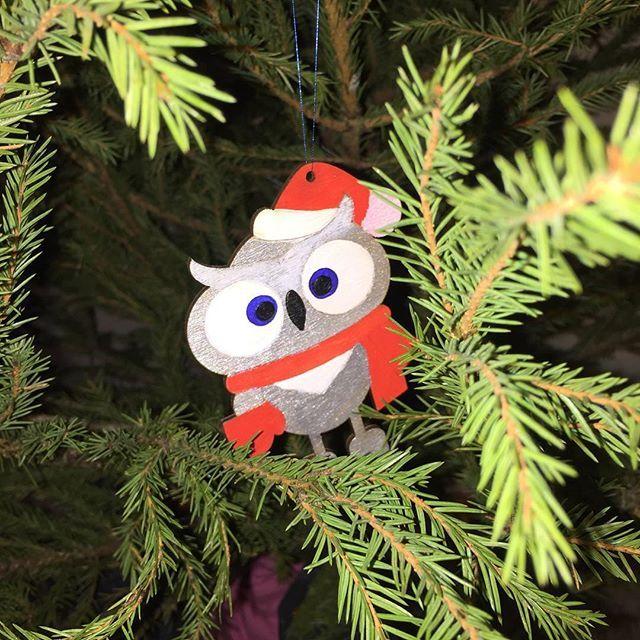 Новый год прошёл) но елка с игрушками будет радовать нас ещё несколько недель) #подарки #игрушки #сова #новыйгод #handmade #wood #presents