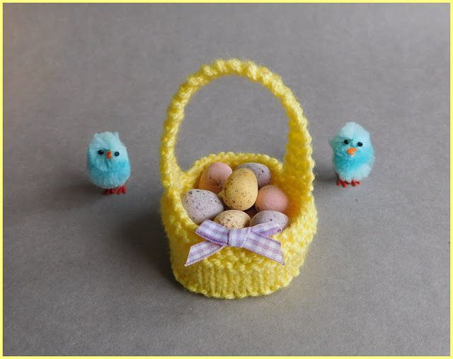 I love writing patterns that are simple to knit .............. but cute too!  Hope you all like my latest little bit of fun.Sweet Little Easter Baskets Easter Basket Basket Pattern Cast on 41sts Kni
