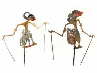 """99 2 Schattentheater-Figuren, """"wayang kulit"""" Indonesien, Bali Leder. H 57,5 und 54,5 cm."""