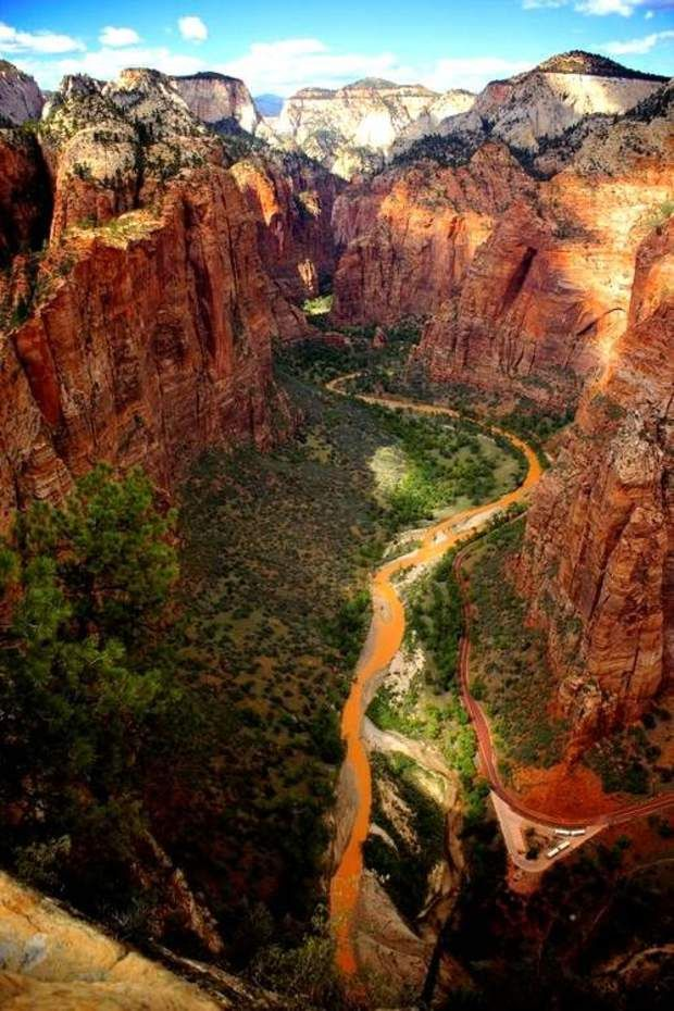 Zion National Park, dans l'UtahSon nom signifie littéralement                                                                                                                                                                                 More